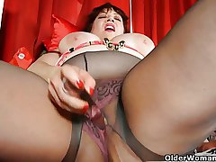 Chubby mom is dildoing her of age pussy look over pantyhose