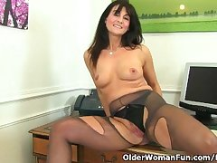 British milf Lelani fucks the brush well done pussy with a dildo