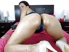 Mature Latina Milf Nicole Ass Shaking Twitting
