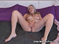 Canadian milf Velvet Skye needs forth transgress one out