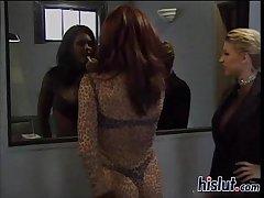 Johnni seduces a man