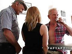Papy se the boondocks une bonne adult avec un vieux pote