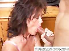 Bonny matured spoil gives a blowjob lesson