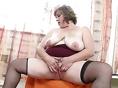 Heavy mature mom with big hungry pussy