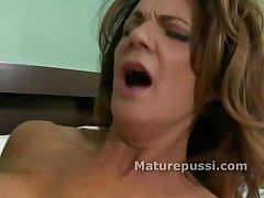 Hot mature milf gets tongue inside her