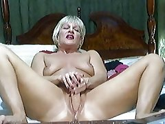 Hot Comme �a Mature on cam 2