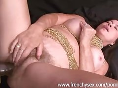 French mature unspecific round threesome on touching BBC