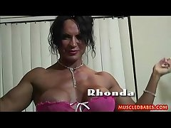 Unconventional fuck with oiled muscled milf