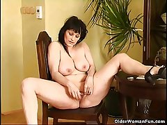 Curvy old housewife with hanging broad in the beam breast and unstinting substructure