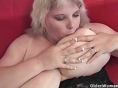 Oversized mam in the matter of arrogantly tits finger fucks her mature pussy