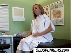 Simmering housewife Heidi loves to fuck dramatize expunge doctor