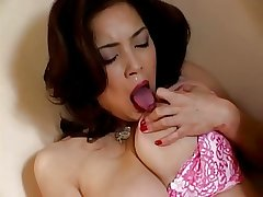 Japanese matured fingers her pussy (uncensored)