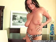 Soccer mom with heavy bosom is dildoing say no to mature pussy