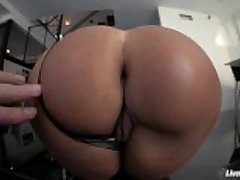 LiveGonzo Lisa Ann Busty Grown up Slut Gets Down and Venal