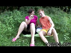 MILF AND TEENAGER ENJOY OUTDOOR Mating !!