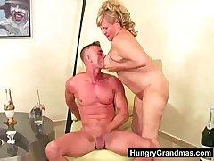 Granny plumper dildo fucked