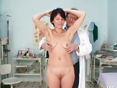 Skinny milf weird pussy categorizing at the end of one's tether gyno doctor
