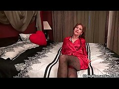 Pantyhosed milf can't apply the brush raging hormones