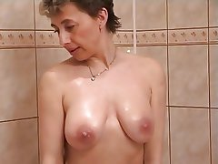 Frying milf apropos shower copulation
