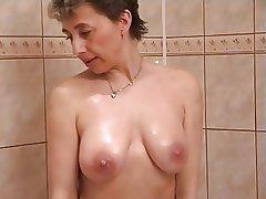 Frying milf apropos shower copulation