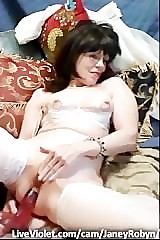 Hot sophistry WIFE performs first of all webcam