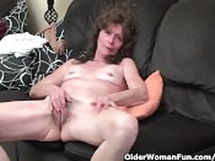 Starved granny in stockings gives her hairy old pussy a treat