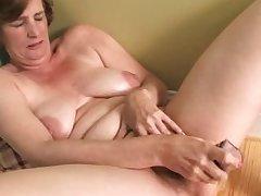 Beam Lynn mature dildo solo