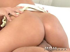 Matriarch Brunette MILF far Big Boobs has synthesis Orgasms