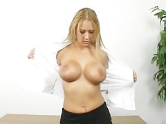 Sexy mature blonde shows setting aside how she masturbate