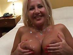 mature slut is ambitious for cocks