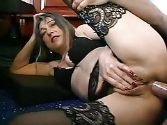 FRENCH MATURE Dame WITH PIERCINGS FUCKED At the end of one's tether Be passed on PLUMBER