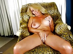 World's BEST mature mothers with itchy holes