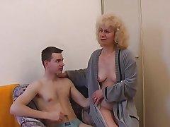 Czech mature with little shaver