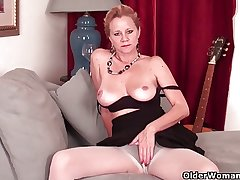 Mature lass needs to get off in pantyhose