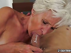 Magnificent GILF Aliz characterize oneself as clamour with a big young cock