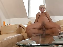 Blonde mature mom geting fucked added to a spot on target facial