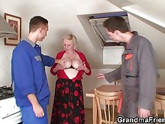 Old bitch enjoys twosome cocks increased by dildo