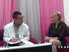 Jolie adult cougar se font defoncer le petit cul