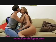 FemaleAgent 69 activity to pleasure a bird