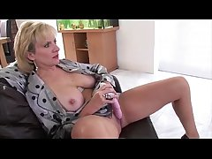 Solo mature brit neonate Lady Sonia