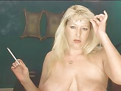 Smokig Good-luck piece - Grown up Blonde smoking