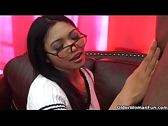 Asian soccer overprotect Mika Tan gets facial