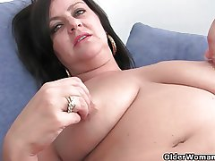 Of age soccer mommy with big tits gets fingered