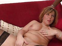 Curvy mature strumpet tastes a black hunk's dick