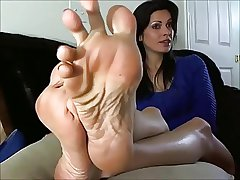 Sexy Mature Woman shows the Legs and Soles