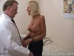 Hot blonde MILF gets aroused be advantageous to some