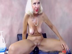 Skilful blonde midwest mature gaping pussy with big toys