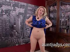 Zoey Tyler Vigorously Rubs Her Sweet Of age Snatch