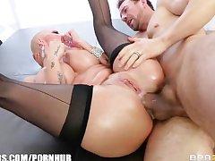 Big-booty blonde Joslyn James has a pulsing anal trail