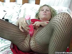 British granny with big tits gives their way fanny a sweetmeat